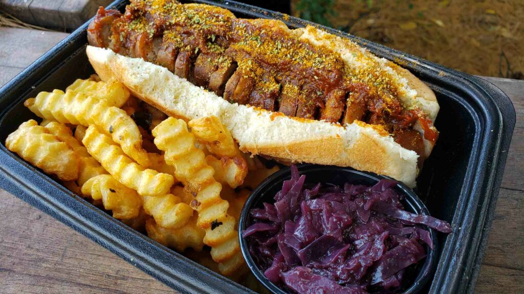 image of currywurst with fries and red cabbage