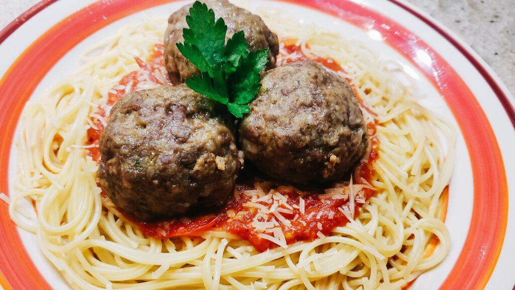 Image of traditional italian meatballs on plate